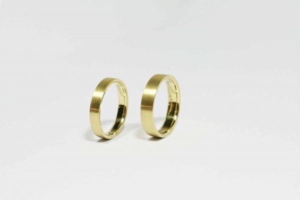 Shining matte love wedding rings